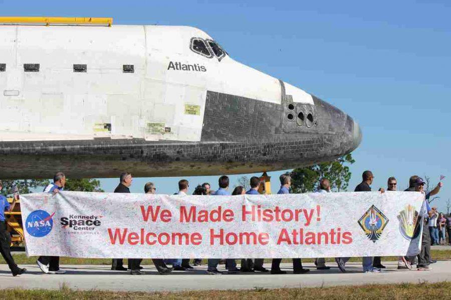 Space+shuttle+Atlantis+rolls+out