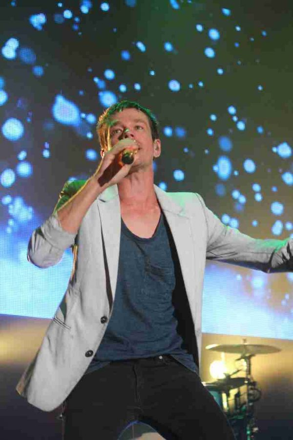 Nate Ruess of Fun. encouraging the crowd to get as loud as they can on Thursday night at CFE Arena