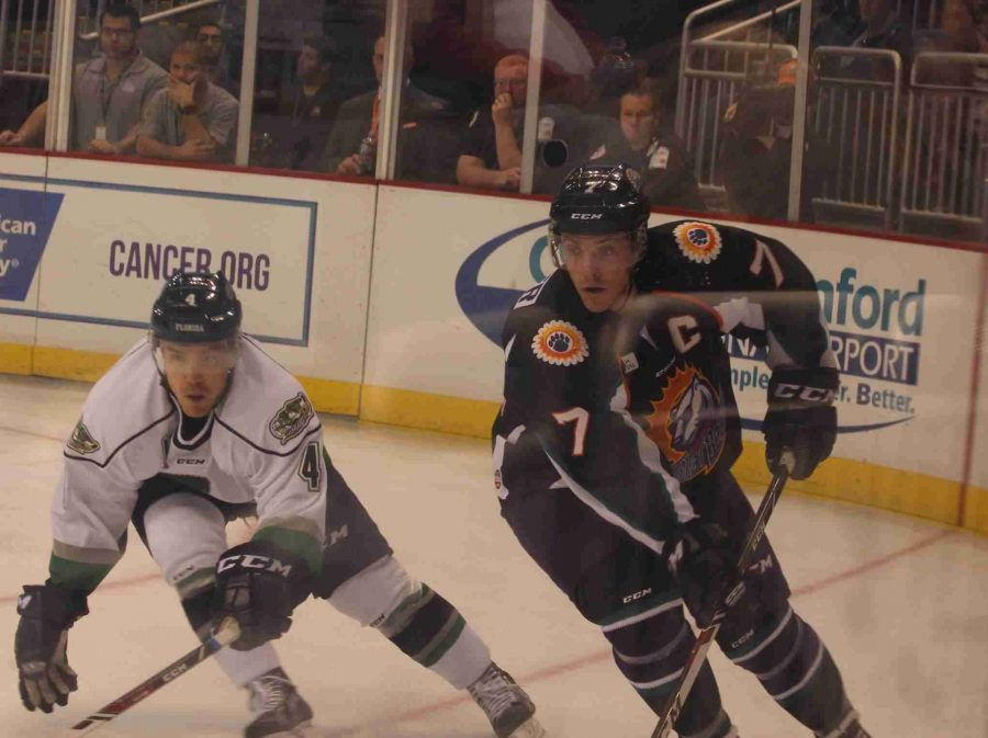 Eric+Baier+%28right%29+fights+for+position+during+the+Solar+Bears+2-1+loss+to+the+Everblades+on+Saturday.