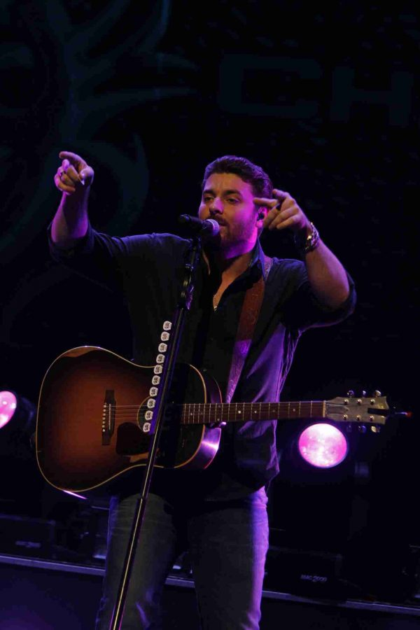 Chris Young opens for Brad Paisley at the