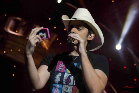 "Brad Paisley performs at the ""Beat This Winter"" tour at the Amway Center in Orlando, Fla. on Saturday, Jan. 25, 2014.  (Ty Wright / Valencia Voice)"