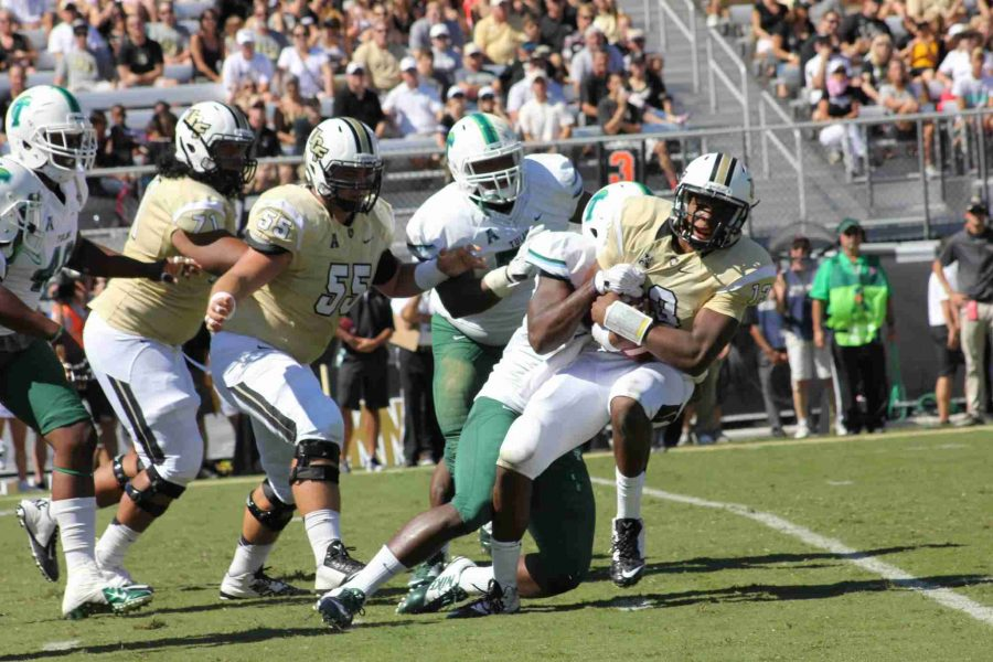 Justin+Holman+went+9-17+passing+for+113+yards+and+one+touchdown+in+UCF%27s+win+over+Tulane.