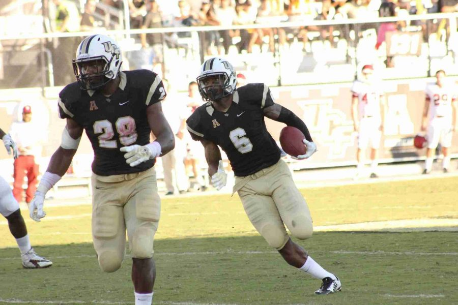 Rannell+Hall+%28right%29+had+five+catches+for+76+yards+in+UCF%27s+win+over+Temple.