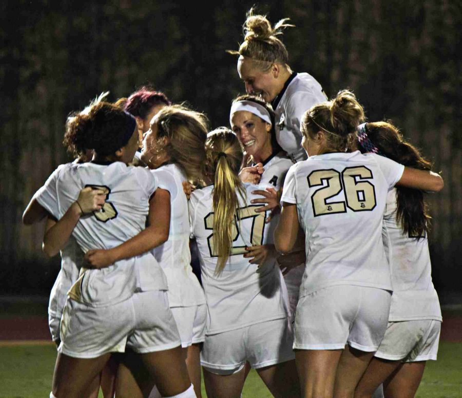 UCF+Knights+defeated+Georgia+2-1%2C+on+Saturday%2C+Nov.+15%2C+2014%2C+to+advance+to+the+second+round+of+the+NCAA+Women%27s+College+Cup+Tournament.+%28Ty+Wright+%2F+Valencia+Voice%29+