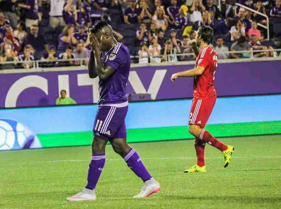 Carlos+Rivas+missed+a+penalty+kick+in+the+final+minutes+of+the+match+as+Orlando+City+fell+to+FC+Dallas+2-0.