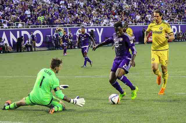 Cyle+Larin+could+break+the+MLS+goal+scoring+record+with+a+goal+against+Sporting+KC+on+Sunday.