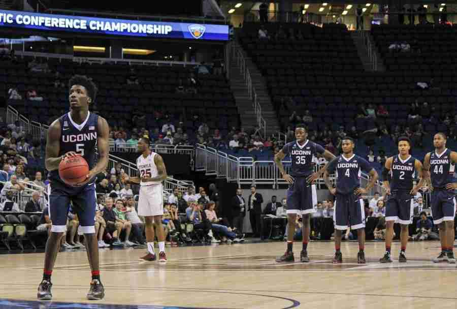 Daniel+Hamilton+led+UConn+with+19+points+and+11+rebounds+to+lead+the+Huskies+to+their+third+straight+conference+championship+game.