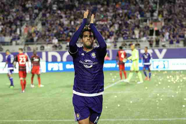 Kaka doesn't miss a beat in regular season debut