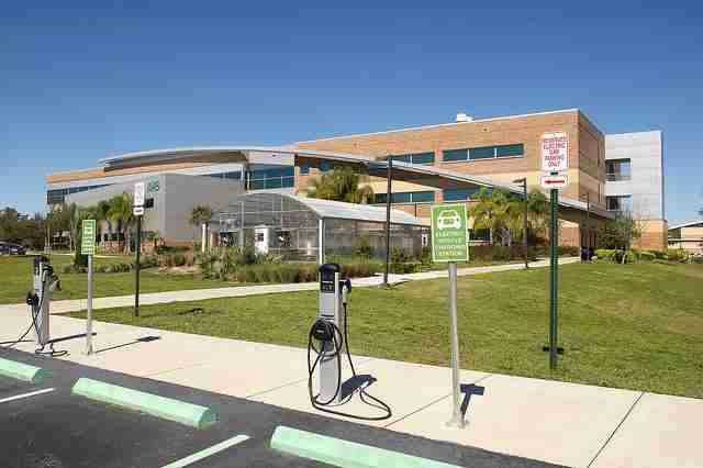 Valencia+College+has+several+charging+stations+for+electric+cars%2C+part+of+their+sustainability+efforts.+