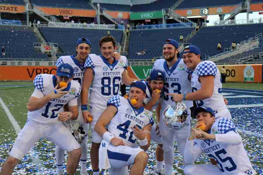 Kentucky+players+celebrate+their+Citrus+Bowl+victory