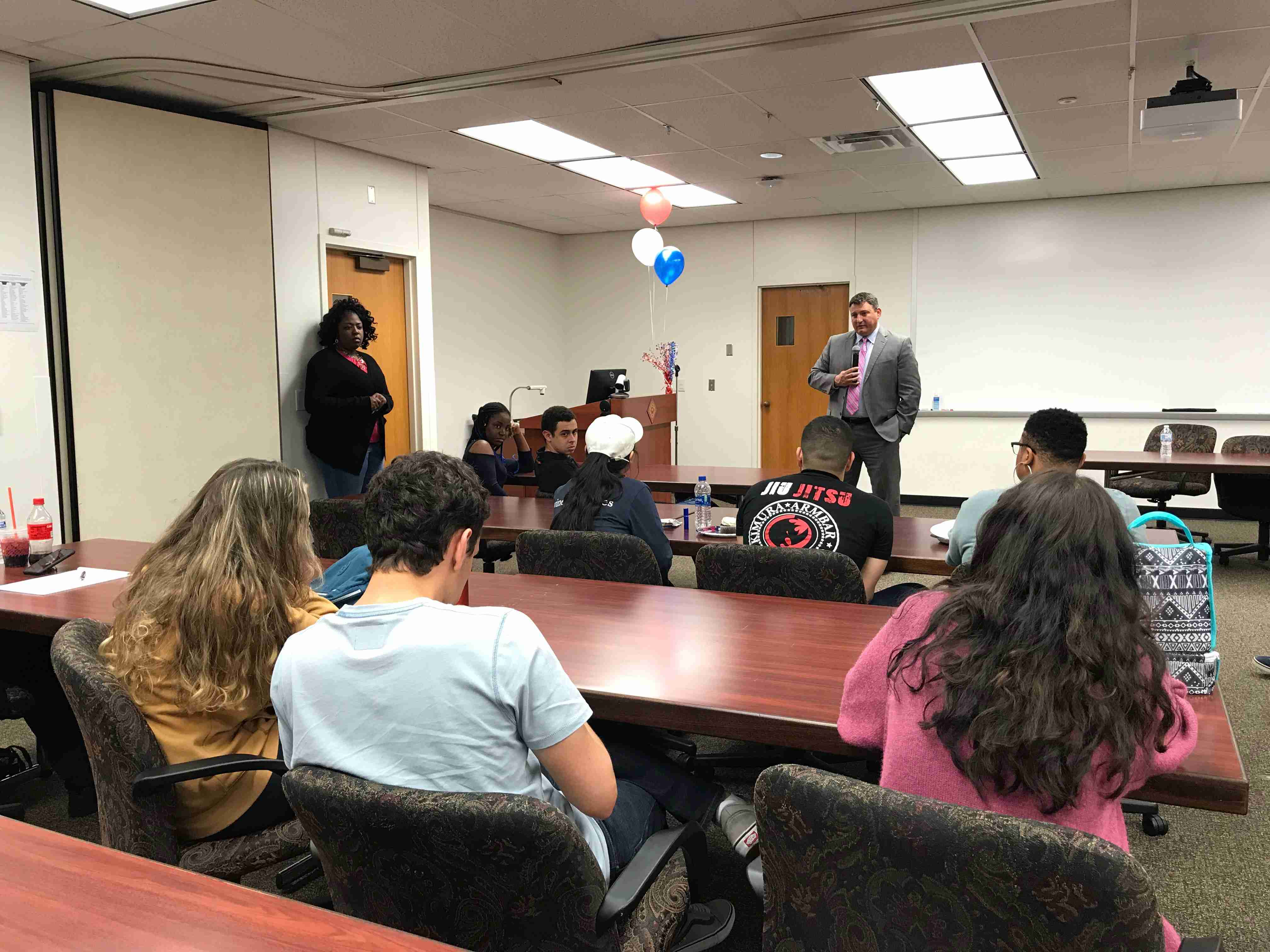 Rusten C. Hurd fields questions from Valencia students.