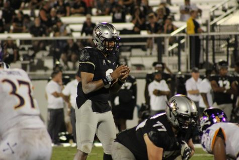 UCF quarterback Darriel Mack lines up behind center.
