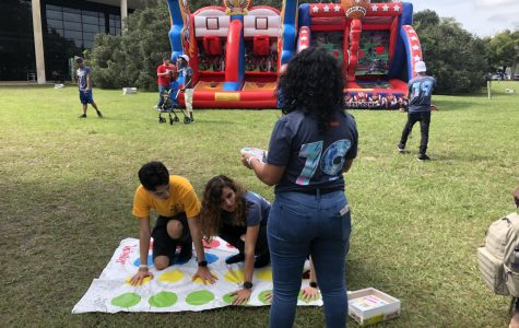 Valencia students play twister on an East Campus lawn.