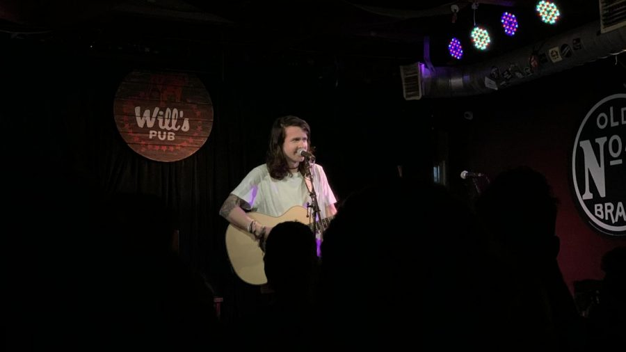 Derek Sanders performing at Wills Pub in Orlando