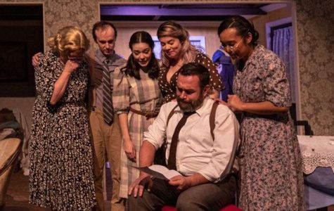 Audiences Rejoice in Valencia Theater Production