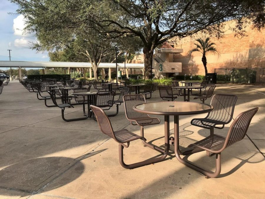 Valencia College West Campus outdoor student seating.